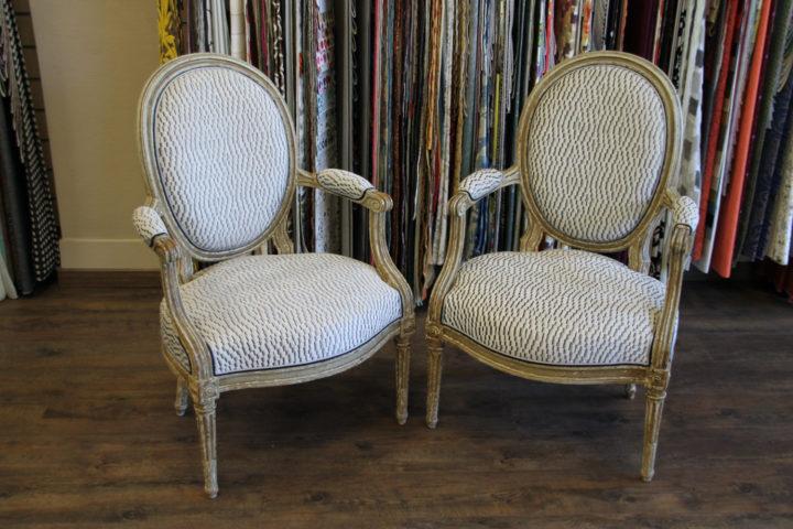 fauteuils renoves avec un tissu galaxy