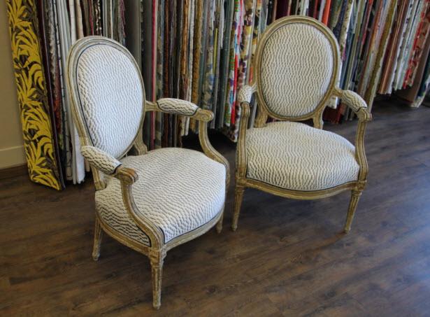 Duo de fauteuils Louis XVI