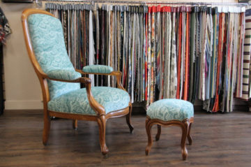 fauteuil voltaire restaure avec tissu malachite