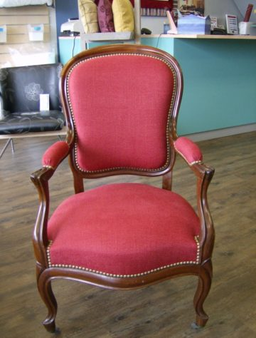 renovation-fauteuil-finition-clous