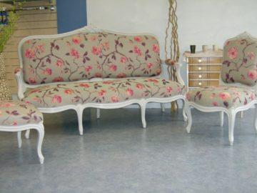 restauration-ensemble-banquette-et-fauteuils-bois-blanc